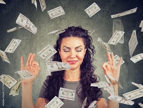 Canvastavla woman meditating under money rain