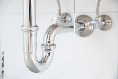 Fotografiet Siphon an einem Waschbecken
