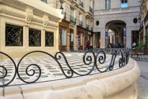 Fototapeta rue parisienne volute metal