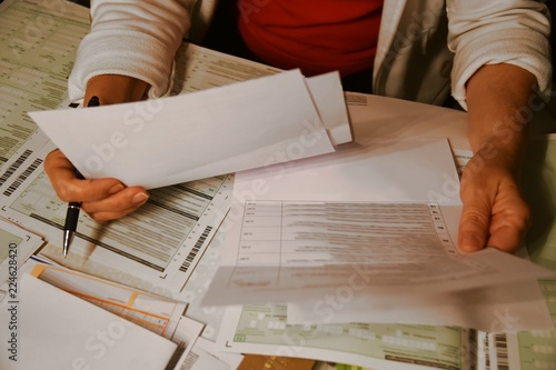 Fotografía  Formulare ausfüllen / Rechnungen sortieren / Steuererklärung
