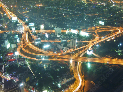 Photo  view of the night bangkok from the height of the skyscraper