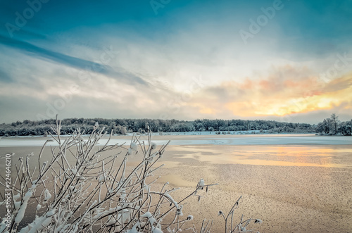Spoed Foto op Canvas Inspirerende boodschap Winter landscape with lake and trees covered with frost