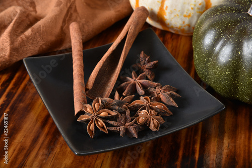 Fotobehang Aromatische Cinnamon and star anise