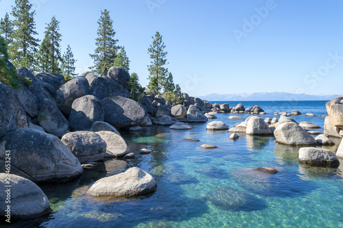 Fotografia  Crystalline water at Sand Harbor in Lake Tahoe
