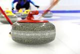 Fototapeta Kamienie - Curling, zespołowa gra na lodzie.