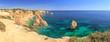 Küste am Strand Praia da Marinha an der Algarve bei Carvoeira, einer der schönsten Strände der Welt