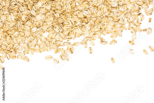 Photo Lot of whole flat raw rolled oats above flatlay isolated on white background