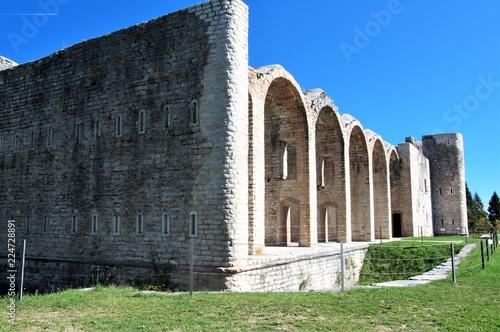 Forte Interrotto domina dall'alto l'altopiano di Asiago, in provincia di Vicenza, Italia settentrionale Canvas Print