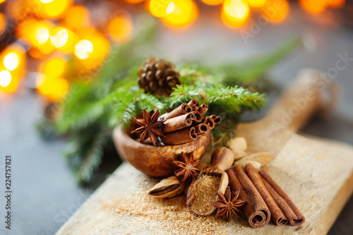 Foto Traditional Christmas spices, food background