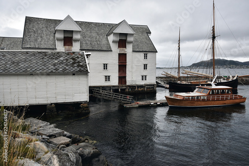 Keuken foto achterwand Poort View of Alesund town and port, More og Romsdal , on the west coast of Norway, at the entrance to the Geirangerfjord, renowned for its beautiful Art Nouveau buildings.