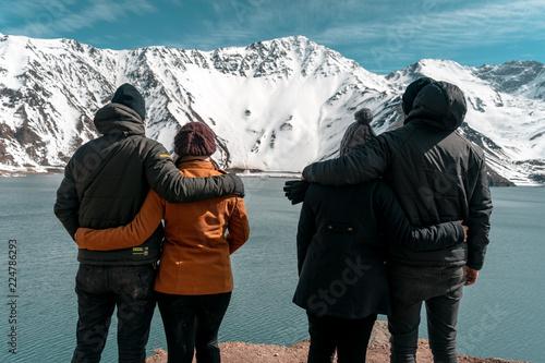 Photo  Friends View Landscape Embalse Del Yeso Chile Cajon Del Maipo