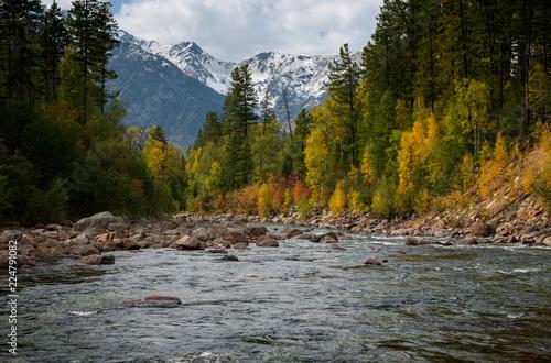 Foto op Plexiglas Rivier Autumn river Selenginka