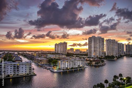 Keuken foto achterwand Verenigde Staten dramatic sunset in Miami Florida with some hint of warmth and magenta
