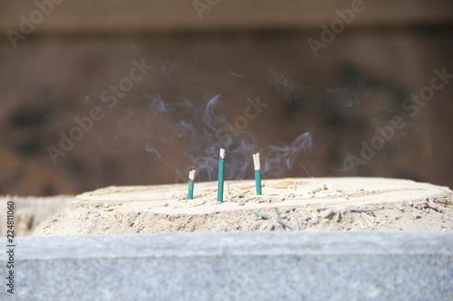 Fotografia, Obraz  白煙を漂わせる緑色の線香
