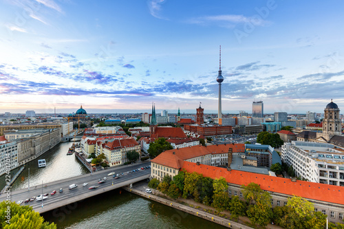 Keuken foto achterwand Centraal Europa Berlin Skyline Fernsehturm Rotes Rathaus Deutschland Stadt