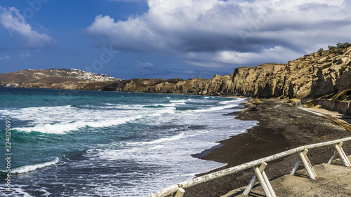 Tuinposter Kust Deserted beach with black sand