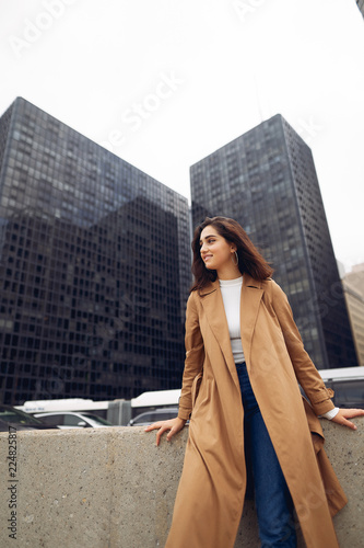 Foto op Plexiglas Chicago woman walks the streets of Chicago