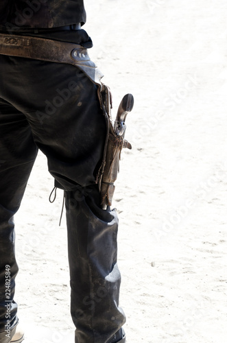 Fotografía cowboy with gun in holster