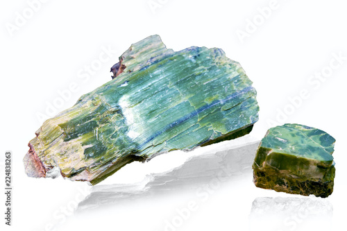 Foto  Green Malachite mineral stone isolated on white background