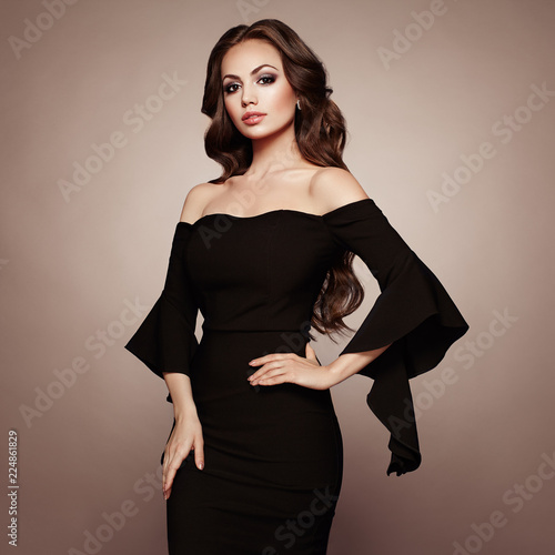 Canvas Print Beautiful woman in elegant black evening dress