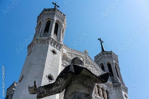Fotografia  Notre-dame de Fourviere basilica facade view and back of Jean-Paul II statue Lyo