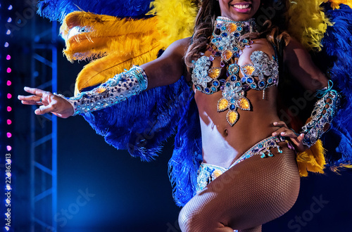 Foto Beautiful bright colorful carnival costume dark background
