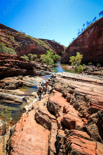 Papiers peints Cappuccino Hammersley Gorge rocky outback landscape