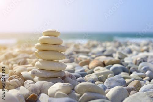 Photo sur Plexiglas Zen pierres a sable pile of stones on the beach