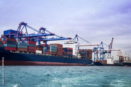 Plakat Transport ładunków drogą morską.