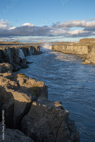 Photo sur Aluminium Ligurie waterfall in iceland in the mountain