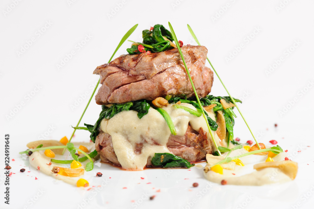 Fototapety, obrazy: Veal medallions with spinach