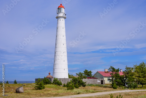 Deurstickers Vuurtoren Sightseeing of Hiiumaa island. Tahkuna lighthouse is a popular landmark and scenic location on the Baltic sea coast, Hiiumaa island, Estonia