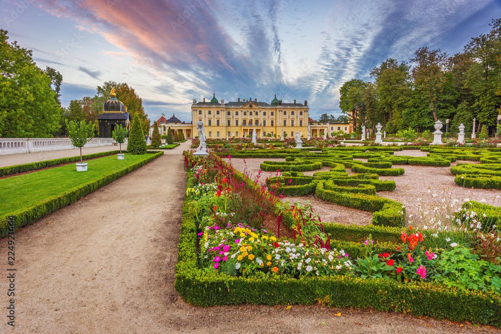 Fototapety, obrazy: Ogród w Pałacu Branickich o zachodzie słońca