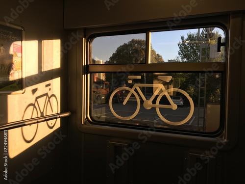 In de dag Spoorlijn sticker of a bike on a train window