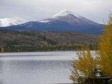 Idyllic View At The Dillon Lake, A Freshwater Reservoir In The Summit County, Colorado With The Snow-capped Copper Mountain Peaks In The Background On A Beautiful Day In Autumn.