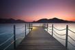 einsamer Steg am Meer