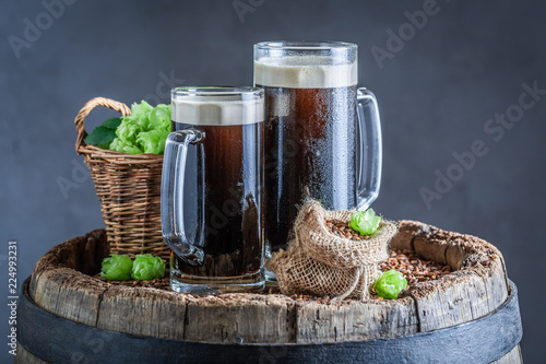 Staande foto Bier / Cider Cold dark beer with wheat and hops