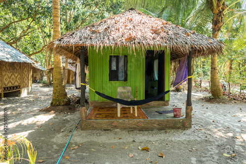 Cuadros en Lienzo Stylish palm thatch house at the beachside ion Ko Phayam, Thailand