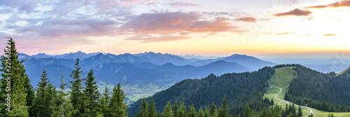 Foto auf Gartenposter Gebirge romantischer Sommerabend am Hörnle in Oberbayern