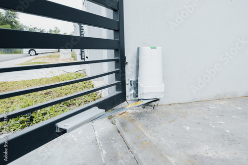 Fotografie, Obraz automatic door gate with motor