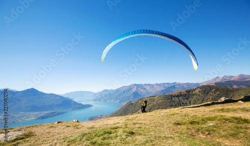Lago di Como (IT) - Volo con parapendio