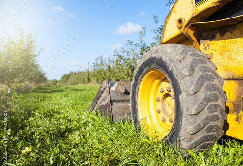 Foto  Close-up of grass cutter wheel