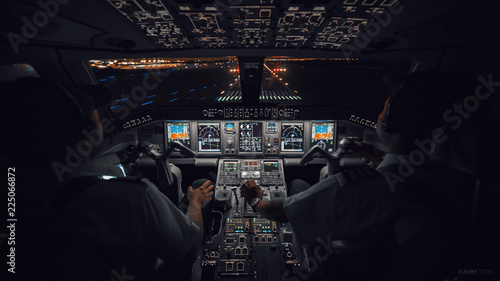 Valokuva Modern Aircraft Cockpit Night Landing