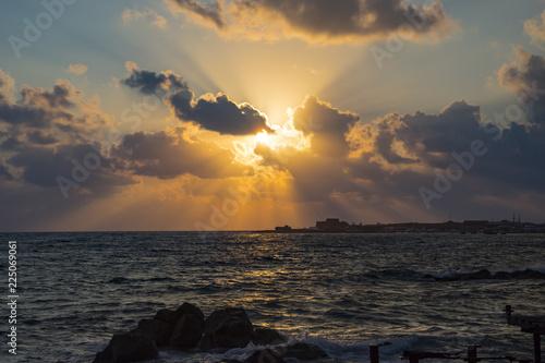 Fotobehang Zee zonsondergang Landscape of the sundown in sea water amongst rocky beach