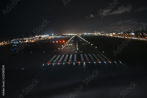 Fotografía Runway View on Final Approach