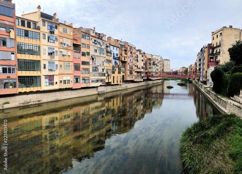 Foto  Vista del puente en ciudad de Girona
