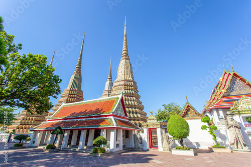 Staande foto Temple Wat Pho is a Buddhist temple in Phra Nakhon district, Bangkok, Thailand. It is located in the Rattanakosin district directly adjacent to the Grand Palace.
