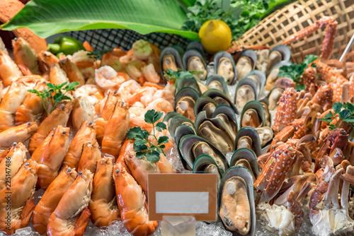 Foto auf Gartenposter Schalentier Seafood on Ice