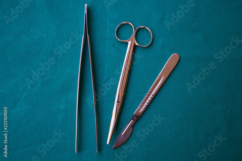 Fotografía  Ferri chirurgici in sala operatoria