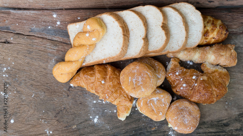 Bread food on the wood chopping board for sale Canvas-taulu